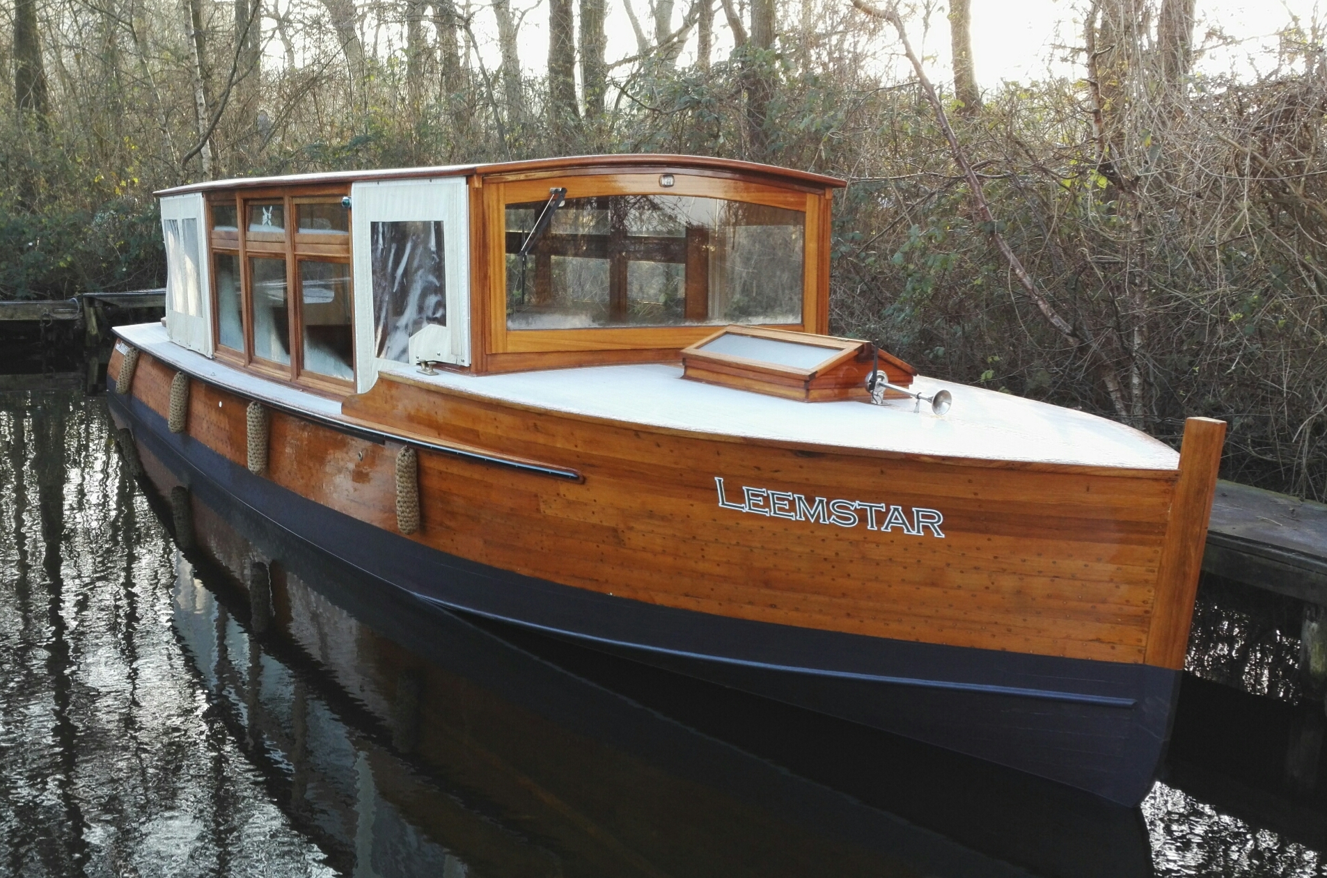 Leemstar Amsterdam Guided Canal Cruises provides in quality canal tours with personal service and local knowledge.  - foto 1