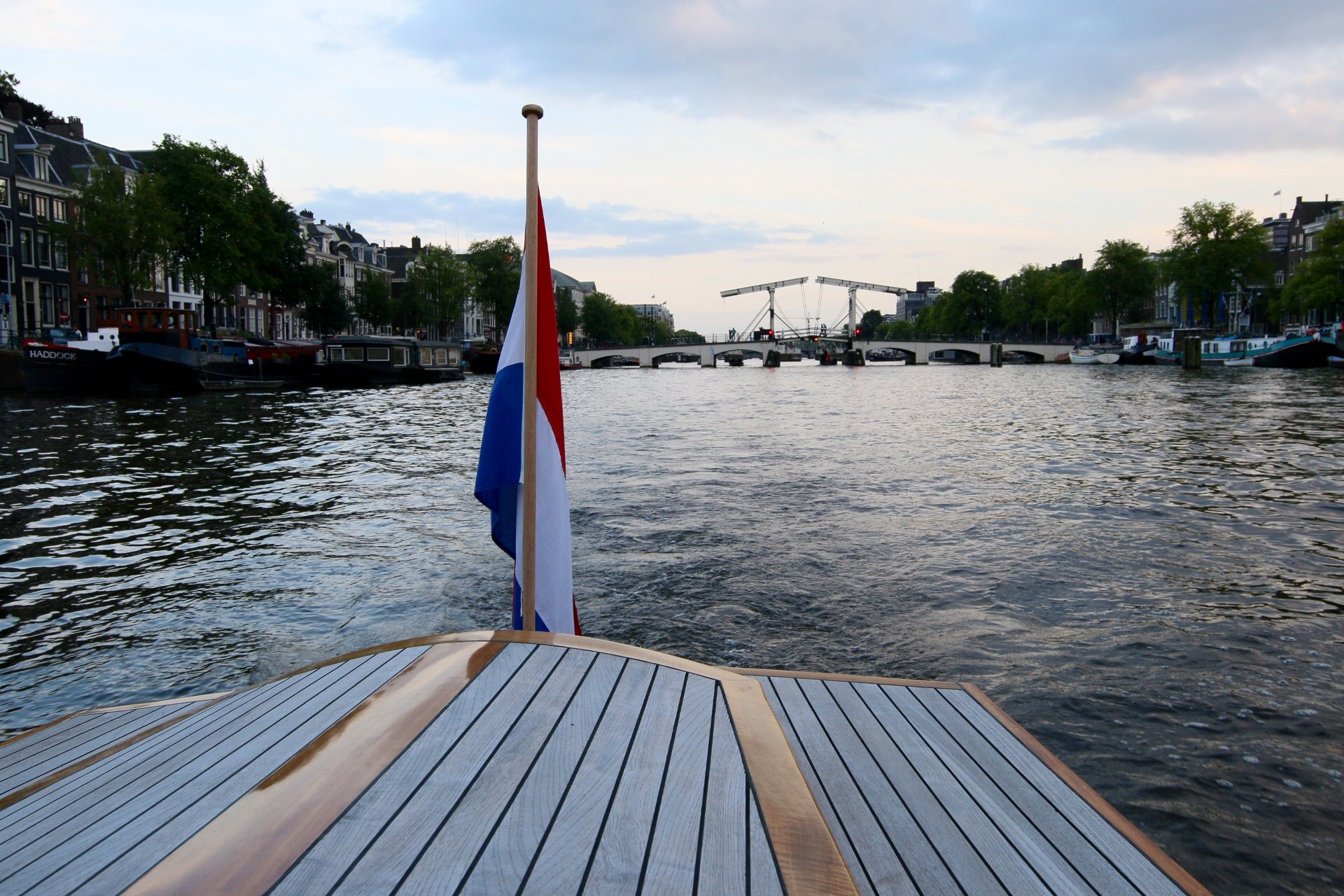 Welcome at Leemstar Amsterdam, for personal canal cruises. Leemstar provides in personal guided small boat canal tours. - foto 2