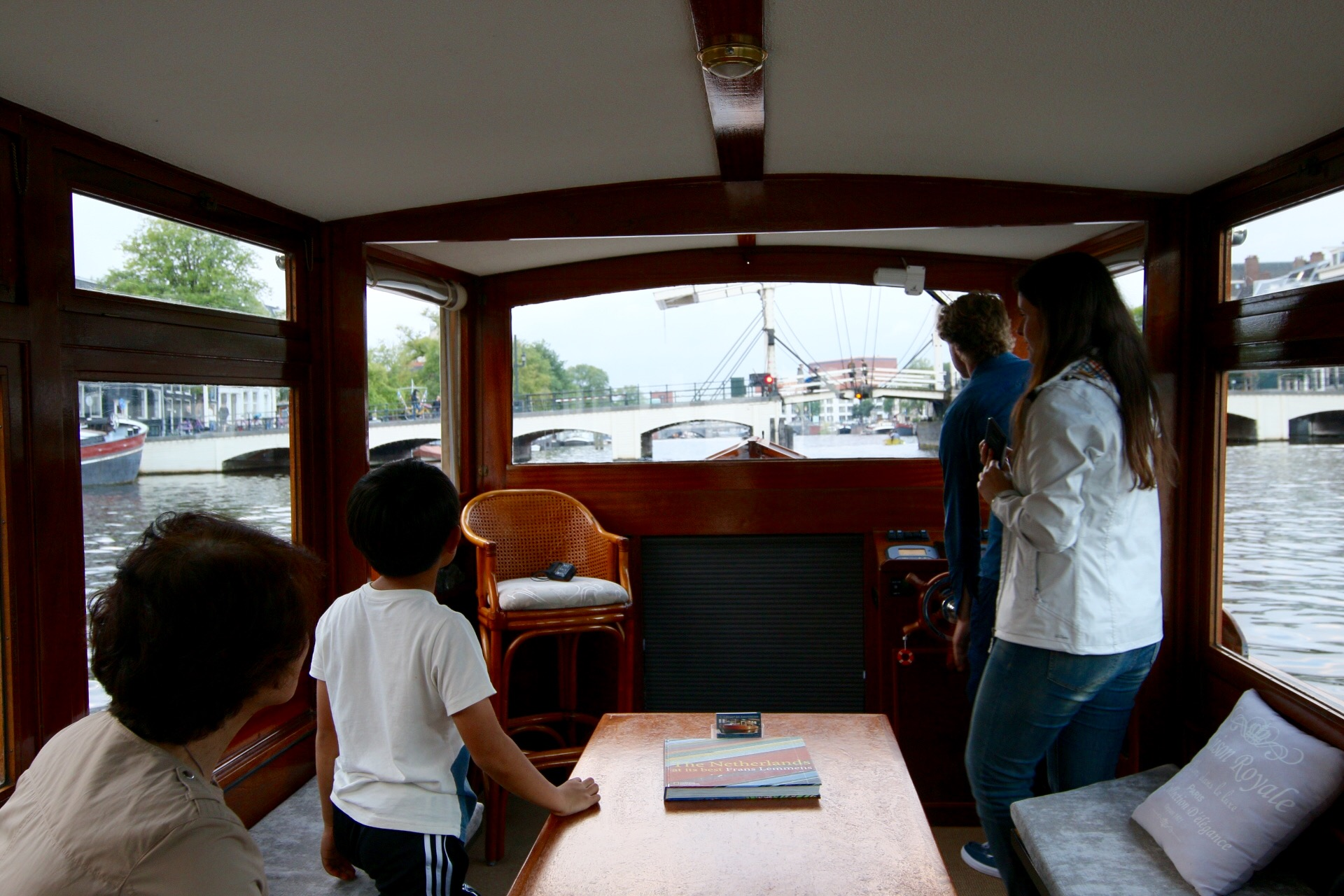 Welcome at Leemstar Amsterdam, for personal canal cruises. Leemstar provides in personal guided small boat canal tours. - foto 3